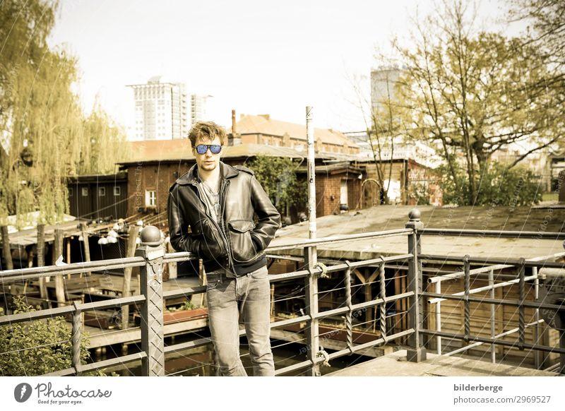 berlin-style 6 Lifestyle Stil Leben Student maskulin 1 Mensch Musiker Hauptstadt Mode Sonnenbrille Coolness Erotik Kraft Langeweile Brille Brillengestell Jugend