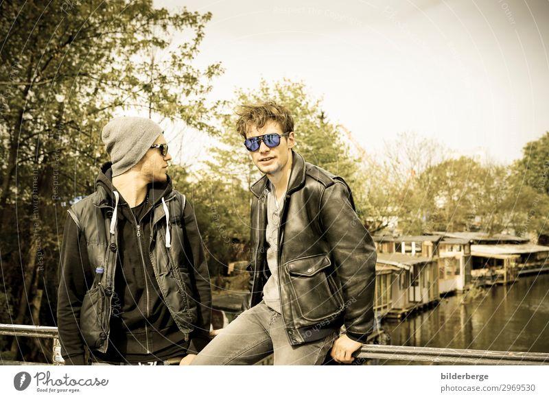 berlin-style 5 Lifestyle Leben lernen maskulin Bruder 2 Mensch Musiker Hauptstadt Mode Jacke Sonnenbrille Mütze Coolness trendy einzigartig Kraft Brille