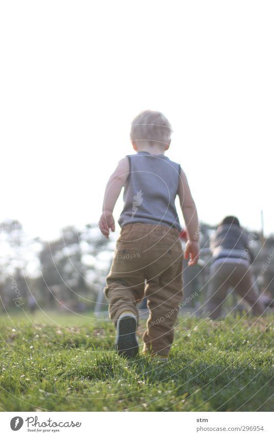 müder krieger Mensch Kind Natur Sommer Wiese Leben Spielen Junge Familie & Verwandtschaft Stimmung gehen Kindheit maskulin blond Freizeit & Hobby Zufriedenheit