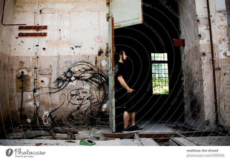 INSIDE/OUTSIDE Mensch maskulin Mann Erwachsene 1 18-30 Jahre Jugendliche Menschenleer Industrieanlage Fabrik Bauwerk Gebäude Architektur Mauer Wand Fenster Tür