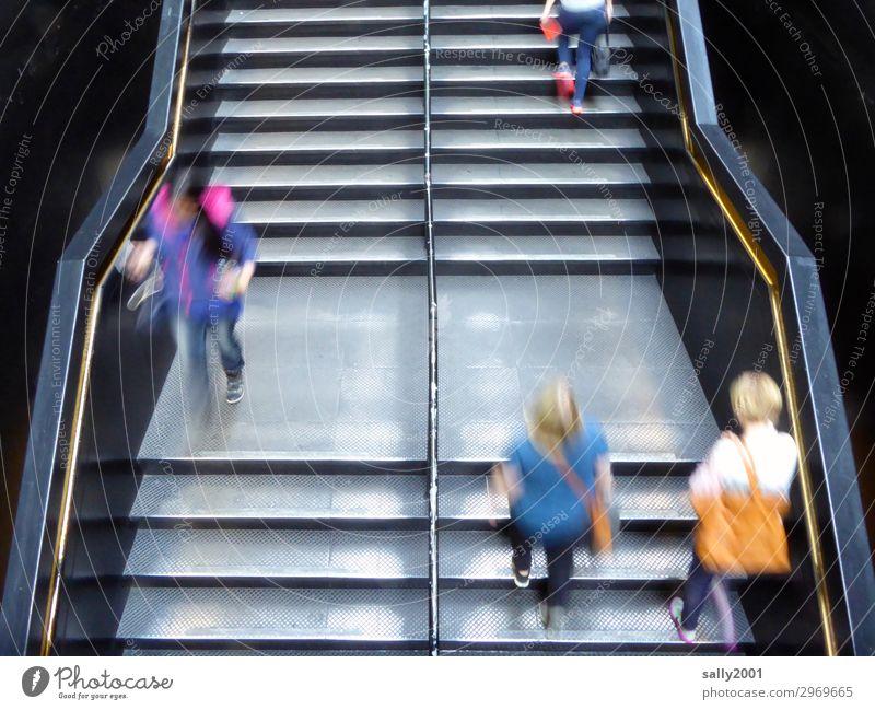 Holterdipolter | auf und ab... Mensch Treppe rennen Bewegung laufen Geschwindigkeit Stadt Stress Nervosität anstrengen Metalltreppe Berufsverkehr Eile