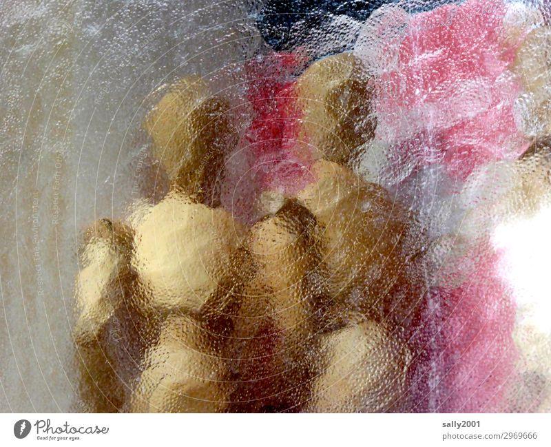 Trash 2020... Figur Holzfigur Milchglas hinter Glas Milchglasfenster Milchglasscheibe nackt Paar Puppe Licht hell Unschärfe Muster Fenster abstrakt