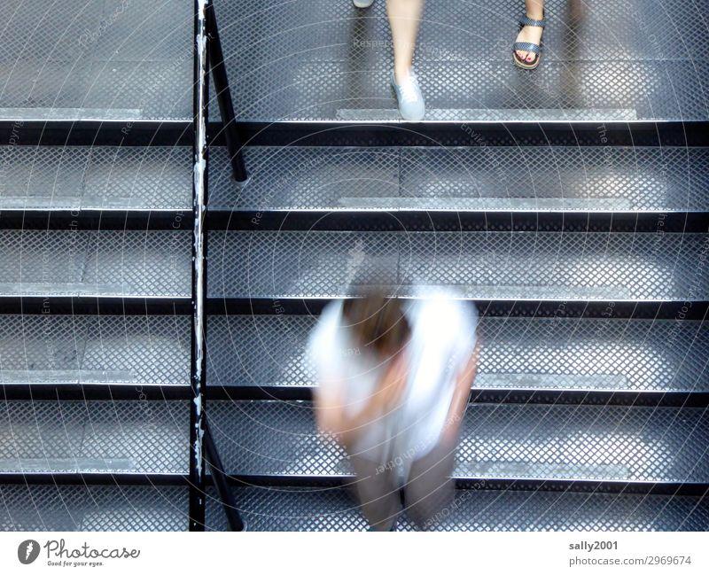 rush hour... Mensch 3 Treppe rennen Bewegung Zusammensein Geschwindigkeit trist Stadt grau Stress Nervosität Business Entschlossenheit modern Wege & Pfade Zeit