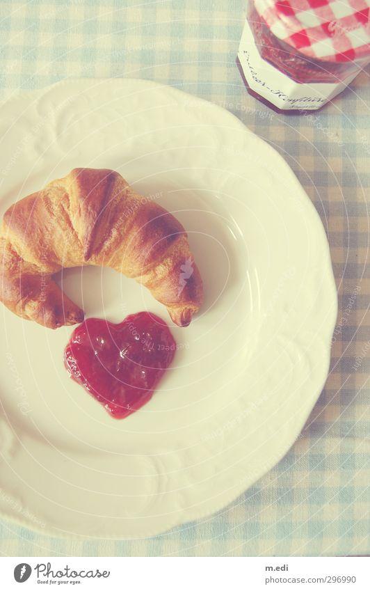 <3 Teigwaren Backwaren Croissant Marmelade Frühstück hell schön süß rot Farbfoto Innenaufnahme Licht