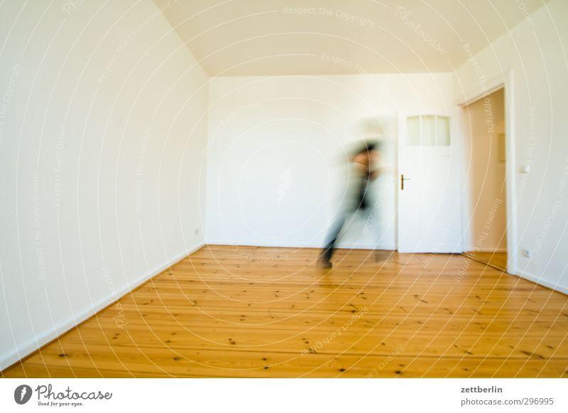 Flucht Wohnung Raum Mensch maskulin Mann Erwachsene 1 gehen laufen Ziel Ausweg boden ecke tür wallroth Wand zielstrebig zimmer rennen Geister u. Gespenster weiß