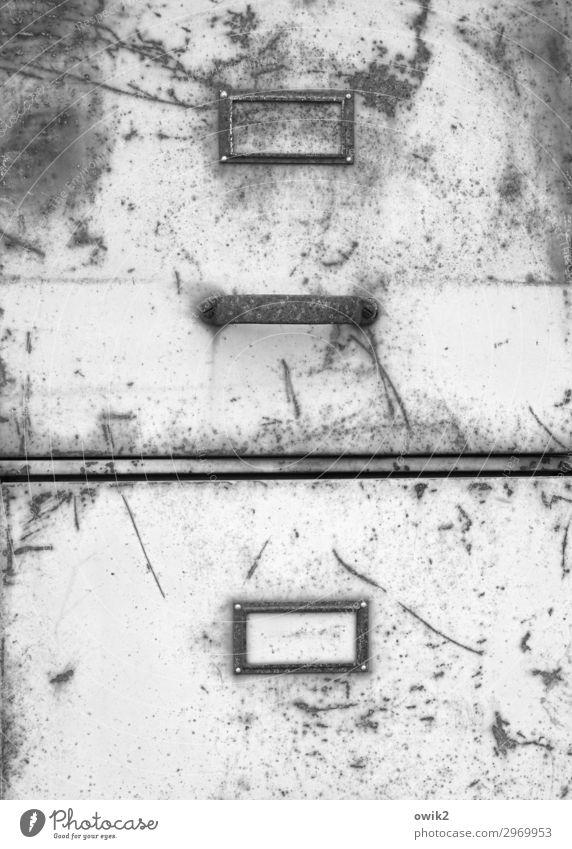 Schubladendenken Schrank Griff Schilder & Markierungen Metall Rost alt trashig trist Verfall Vergangenheit Vergänglichkeit Zerstörung streng Kratzer Spuren