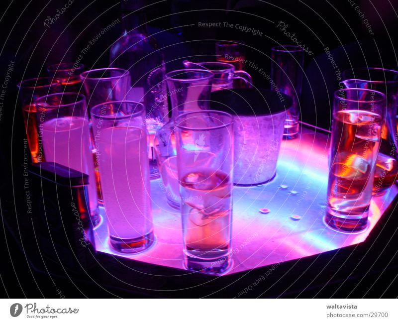 gay club 2 Getränk trinken Alkohol Neonlicht