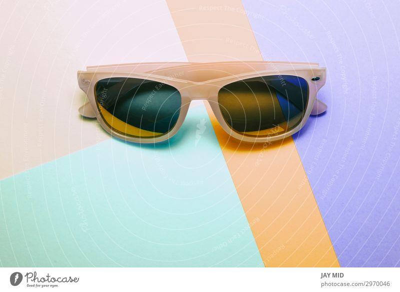 Sonnenbrille auf Pastell mehrfarbig trendigem Hintergrund Stil Design Freude Erholung Sommer Strand Kunst Mode Accessoire Brille Kunststoff hell trendy modern