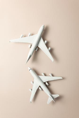 Ein Zwei-Jet-Flugzeug. Reisen Sie um die Welt. Design Leben Ferien & Urlaub & Reisen Tourismus Ausflug Abenteuer Sommer Business Kunst Himmel Verkehr