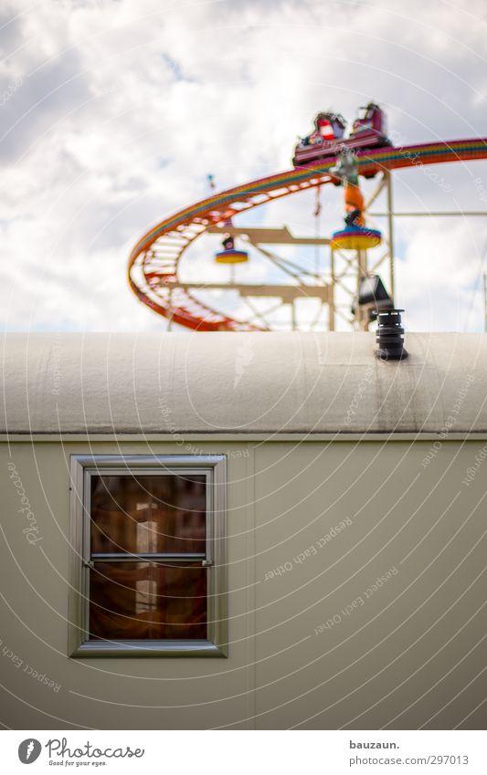 schöner wohnen. Freude Freizeit & Hobby Jahrmarkt Mensch Veranstaltung Himmel Wolken Sonne Wetter Fenster Dach Wohnwagen Glas Metall fahren Häusliches Leben