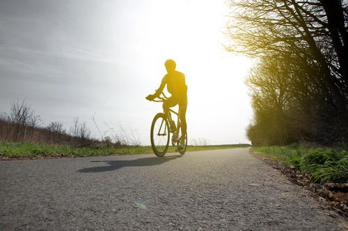 bodenhaftung Sport Fitness Sport-Training Sportler Fahrrad Mensch maskulin Körper 1 30-45 Jahre Erwachsene Umwelt Natur Landschaft Feld Verkehr Verkehrswege