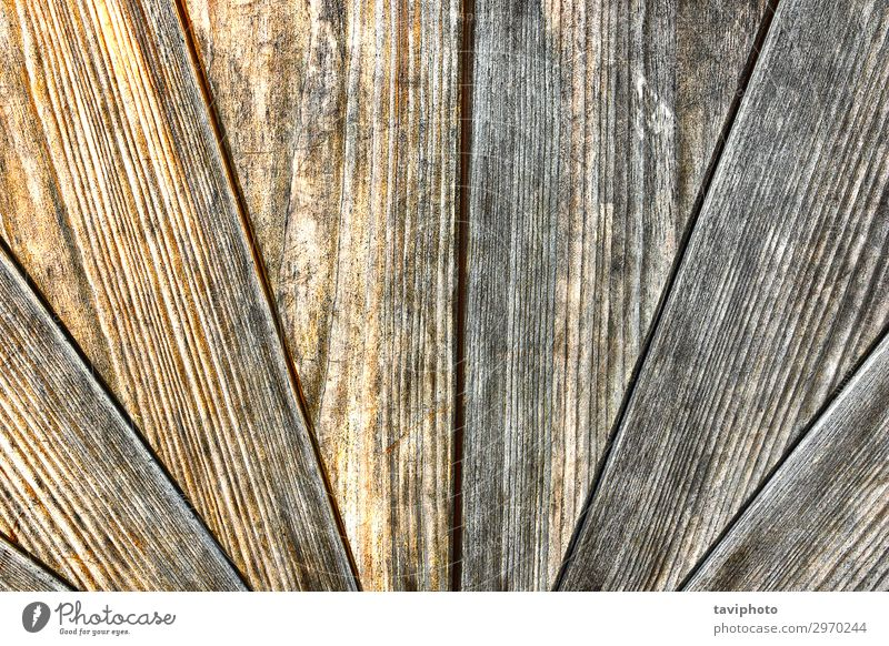 altverwitterte Holzoberfläche einer Tür Design Möbel Natur dunkel natürlich retro braun Konsistenz strahlenförmig texturiert. Hintergrund Oberfläche Nutzholz