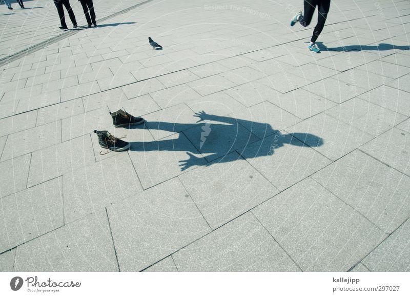 ein schatten seiner selbst Mensch Körper maskulin Schuhe stehen Platz Bürgersteig ausdruckslos anonym Fußgänger Jogger