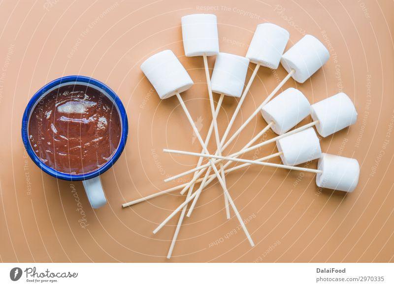 heiße Schokolade mit Marshamallow Dessert Frühstück Getränk Kakao Kaffee Winter Frau Erwachsene Hand Herbst Wärme rot weiß Farbe Hintergrund Bonbon Jeton