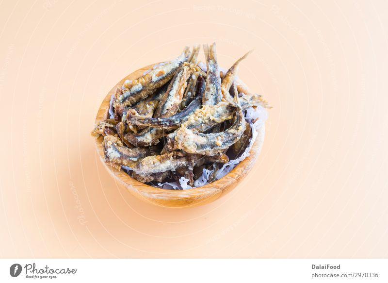 Typische Tapas von Fisch in Spanien (Pescaito frito) Meeresfrüchte Mittagessen Abendessen Diät Teller Restaurant frisch lecker grün Sardellenfilets Anchovis