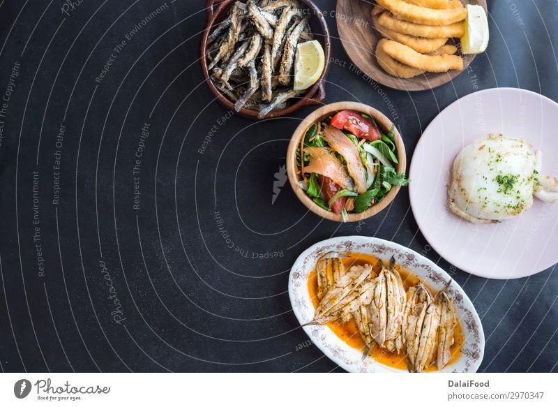 Typische Fischfutter in Spanien (Tapas) Fleisch Meeresfrüchte Mittagessen Abendessen Diät Teller Dekoration & Verzierung Restaurant frisch weiß Anchovis