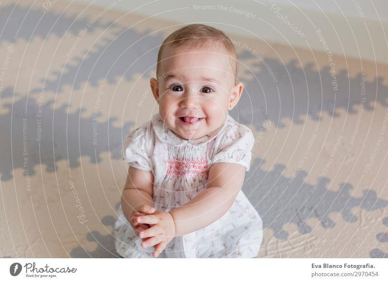 Kind Mensch schön Haus Freude Mädchen Gesicht Lifestyle Erwachsene Liebe feminin Gefühle Familie & Verwandtschaft lachen Glück klein