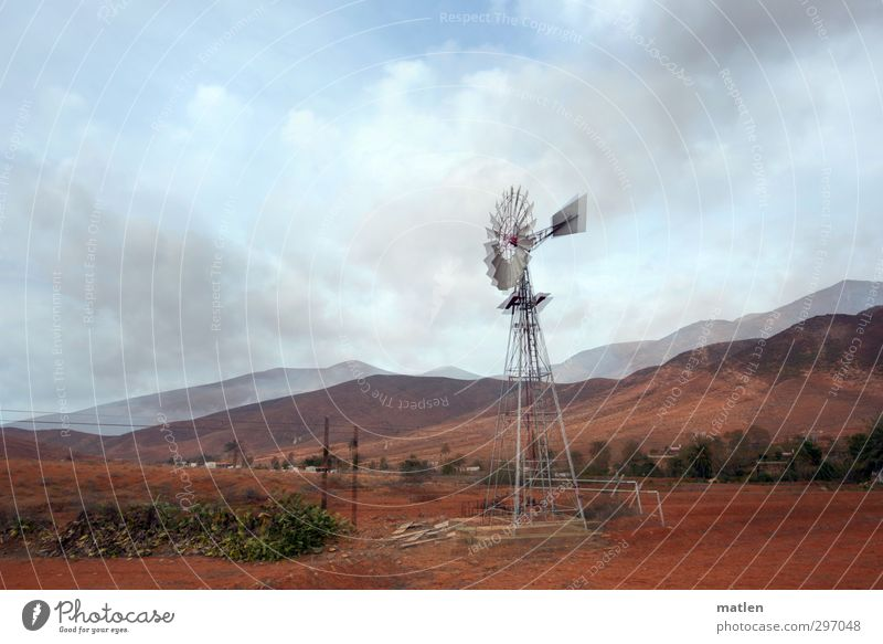 vermühlt Himmel Natur blau grün Landschaft Wolken Haus Berge u. Gebirge Bewegung Horizont braun Wetter Feld Sträucher Technik & Technologie Gipfel