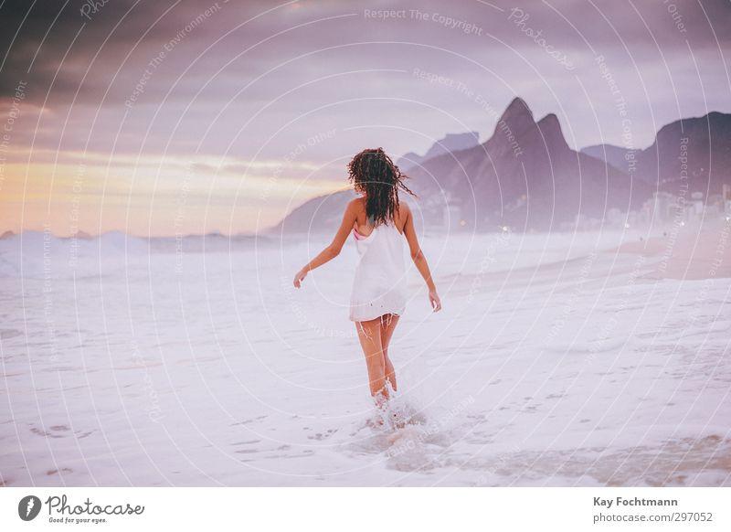 ° Mensch Jugendliche Ferien & Urlaub & Reisen schön Sommer Meer ruhig Strand Erholung Junge Frau Erwachsene Leben feminin Freiheit 18-30 Jahre Wellen