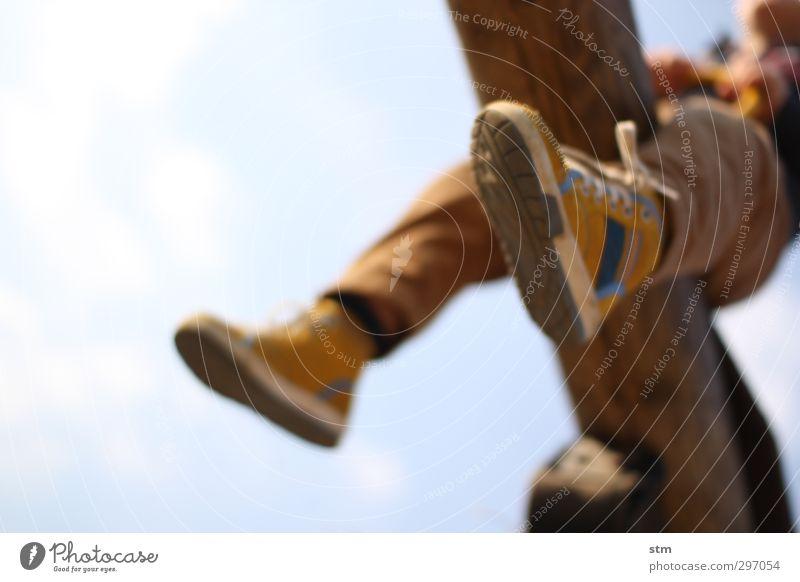 frühsommertag Mensch Kind Freude Bewegung Spielen Junge Glück Fuß Stimmung Freizeit & Hobby Kindheit Schuhe Zufriedenheit Schönes Wetter Fröhlichkeit Lebensfreude