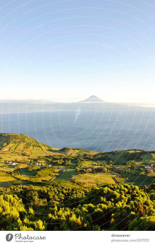 Azoren Insel schön Meer Berge u. Gebirge Haus Umwelt Natur Landschaft Himmel Sommer Wiese Gipfel Vulkan Küste natürlich blau grün Idylle Atlantik Klippe