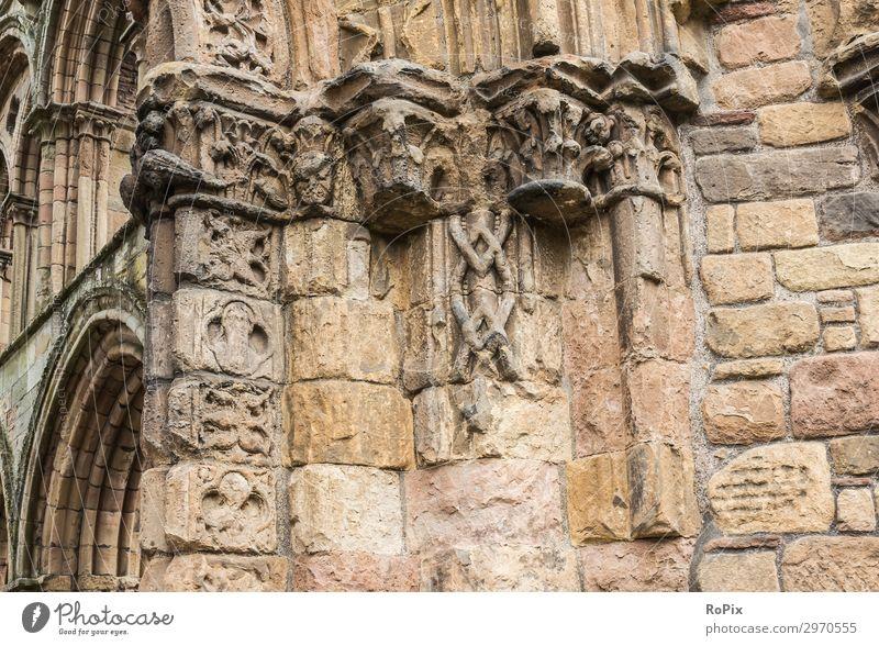 Architektonisches Detail von Jedburgh Abbey in den schottischen borders. Kreuzgang Kloster Architektur Kultur Kirche Klosterkirche Gebäude Glaube sakral