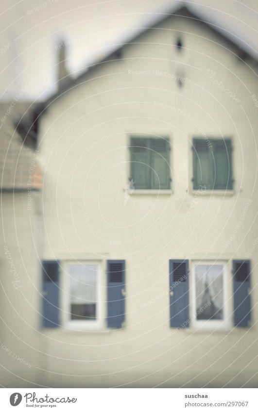 wohnen in s Haus Fenster Architektur Gebäude hell Deutschland Fassade trist Dach Langeweile Einfamilienhaus