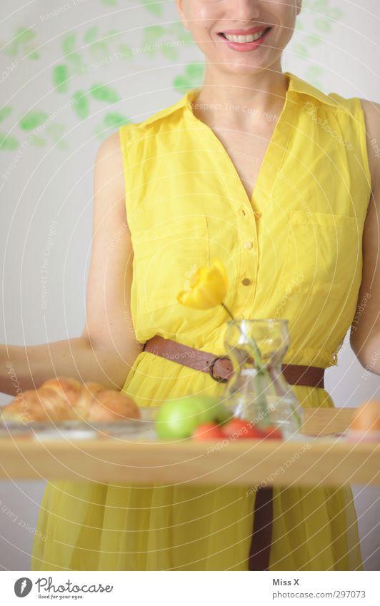Tante Betty Mensch Frau Jugendliche schön Erwachsene gelb feminin lachen 18-30 Jahre Essen Stimmung Lebensmittel Frucht Lächeln Fröhlichkeit Ernährung