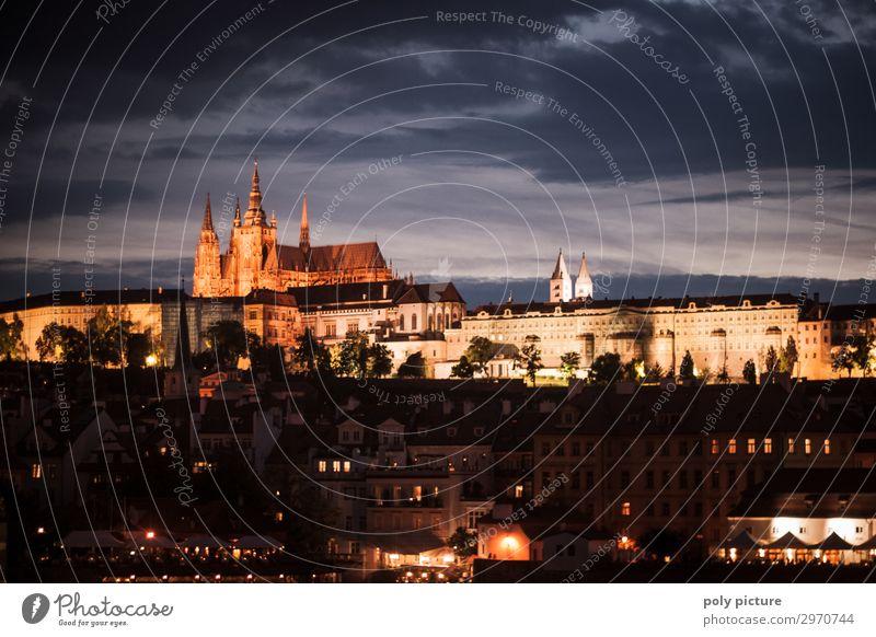 Prager Burg bei Nacht Ferien & Urlaub & Reisen Stadt Erholung Architektur Beleuchtung Tourismus Ausflug Europa Kirche Kultur Sehenswürdigkeit Wahrzeichen