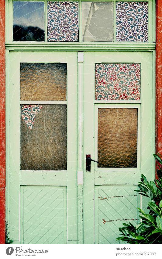 irgendwo in a alt Fenster Tür Armut Häusliches Leben kaputt Wandel & Veränderung Vergänglichkeit Verfall