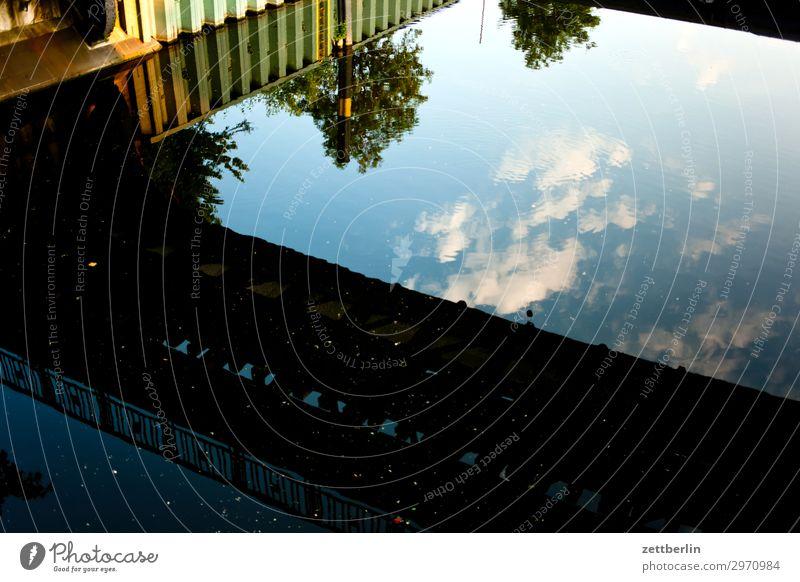 Oberhafen Neukölln Kanal Hafen Wasser Wasseroberfläche Reflexion & Spiegelung Brücke Himmel Himmel (Jenseits) Wolken spundwand Schifffahrt Menschenleer