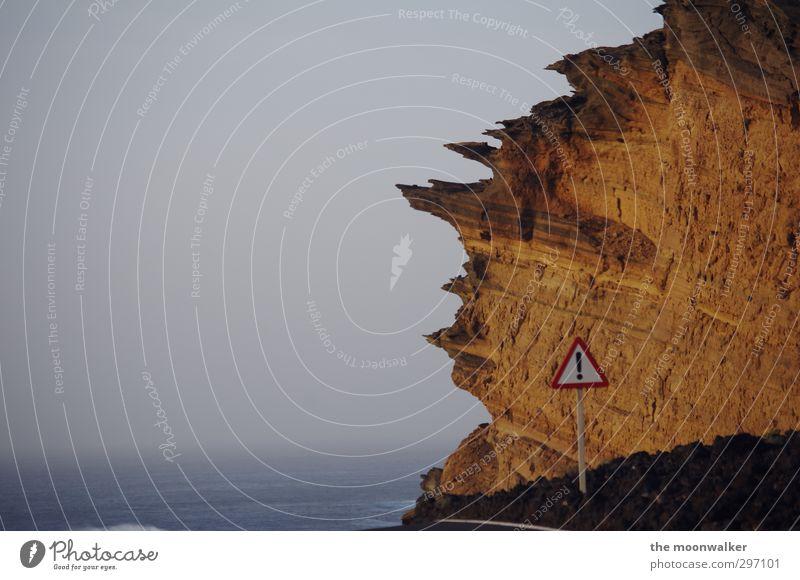 ocean drive # Landschaft Erde Sand Wasser Wolkenloser Himmel Horizont Winter Schönes Wetter Felsen Schlucht Meer El Golfo Lanzarote Kanaren Spanien Menschenleer