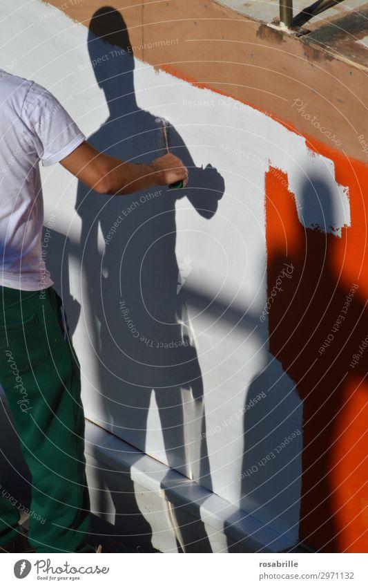 shadowpainter | Immer an der Wand lang Renovieren Arbeit & Erwerbstätigkeit Beruf Anstreicher Mensch Mann Erwachsene Maler stehen streichen außergewöhnlich