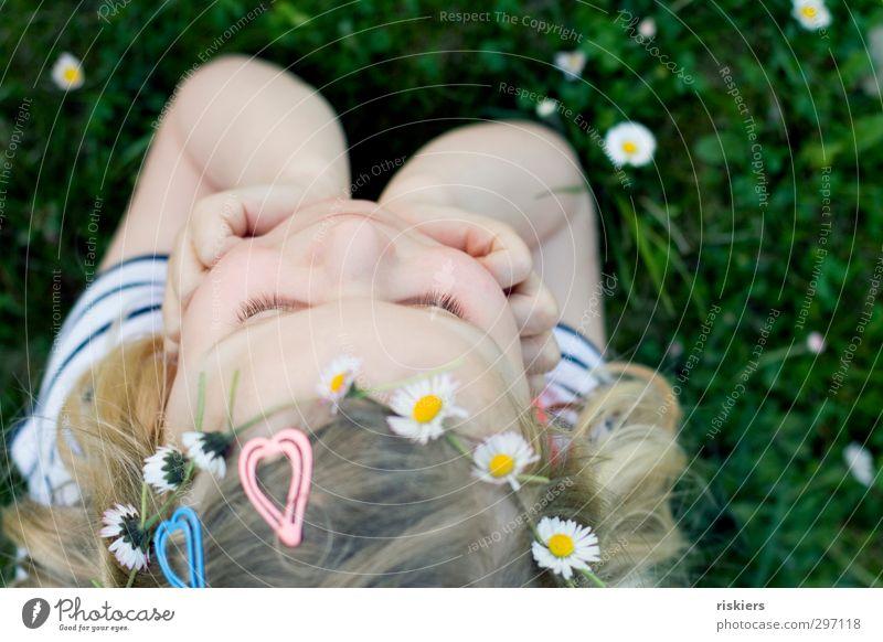 I wanna be a hippie Mensch Kind Natur Sommer Mädchen Freude Blume Erholung Umwelt Wiese Wärme feminin Frühling Glück Denken Garten