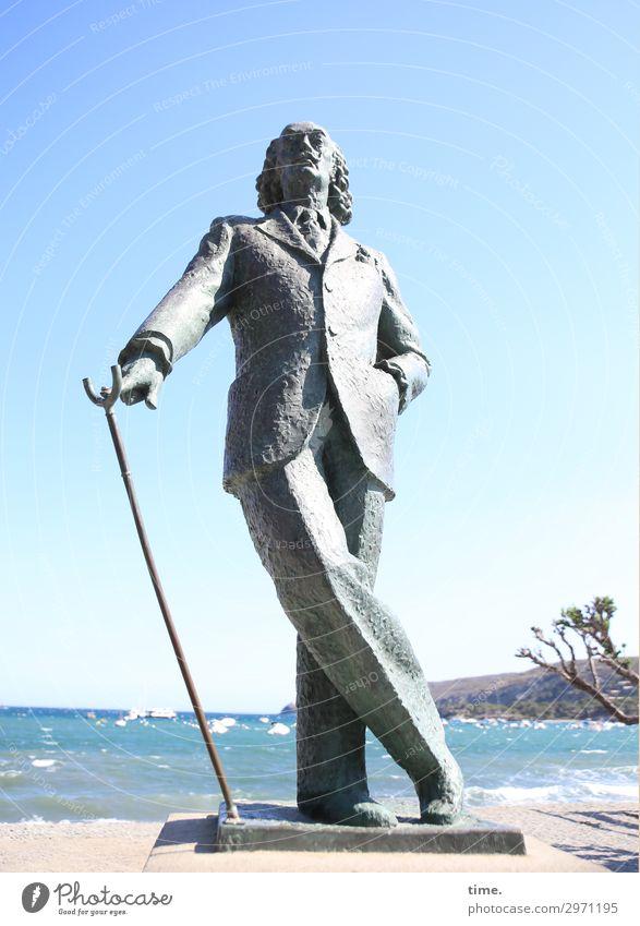 Katalanischer Wettertrotz (II) maskulin Mann Erwachsene 1 Mensch Kunst Künstler Skulptur Himmel Horizont Schönes Wetter Küste Strand Meer Mittelmeer Cadaques