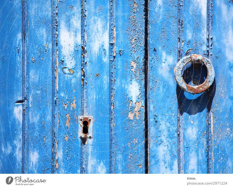 Entrees (30) schlüsselloch tageslicht verschlossen zu holz metall eingang tür eisenwaren trashig alt linien senkrecht verschlag hütte schuppen sonnig schatten
