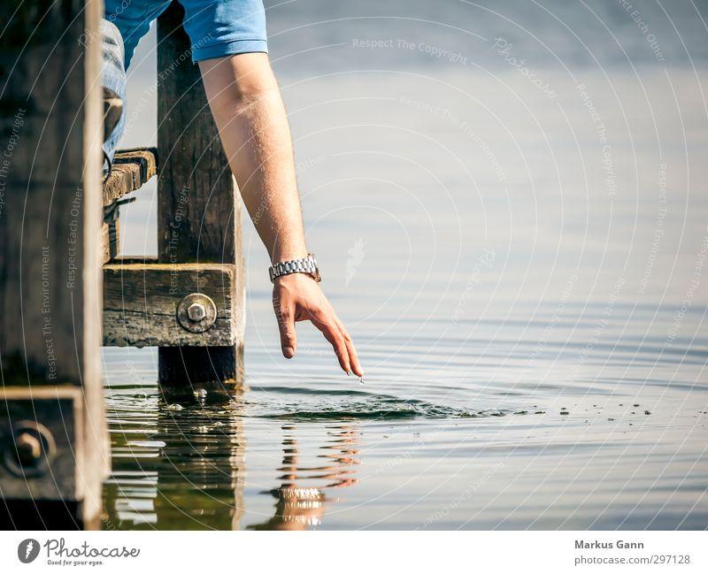 Entspannen am See Natur Ferien & Urlaub & Reisen Wasser Sommer Hand Sonne ruhig Erholung Gefühle Holz See maskulin Wellen Arme Zufriedenheit Lifestyle