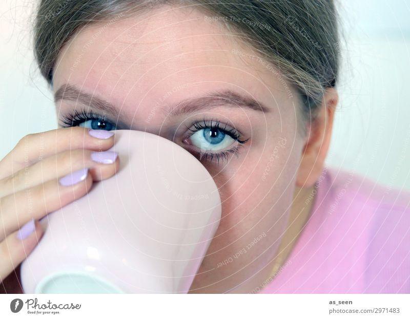 Pink Morning Coffee Ernährung Frühstück Kaffeetrinken Getränk Heißgetränk Tasse Becher Lifestyle Stil schön Nagellack Wimperntusche harmonisch Junge Frau