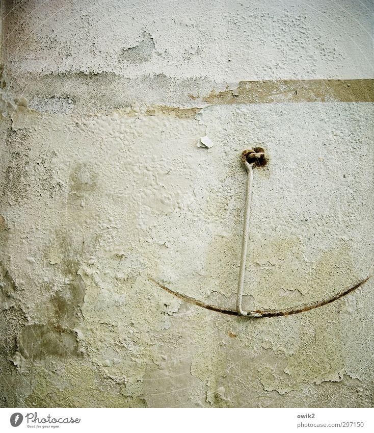 Hängepartie alt ruhig Wand Mauer Stein Metall Spuren historisch fest verfallen Gelassenheit Riss hängen bewegungslos Fleck Zerstörung