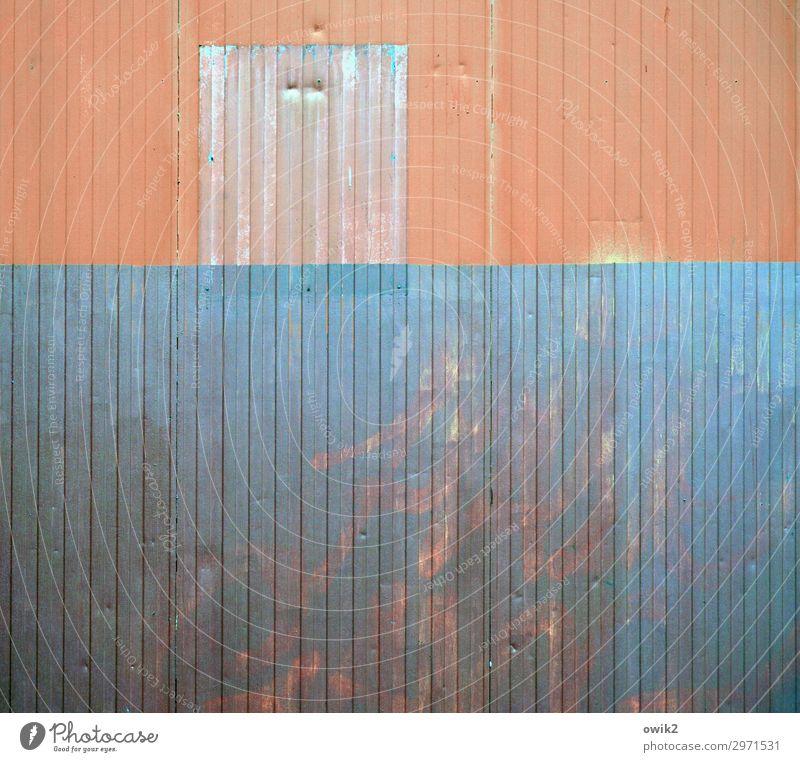 Wandbild Mauer Blech Wellblech Wellblechwand Metall alt trashig trist Stadt orange türkis schäbig verfallen Zahn der Zeit Farbfoto Außenaufnahme Detailaufnahme