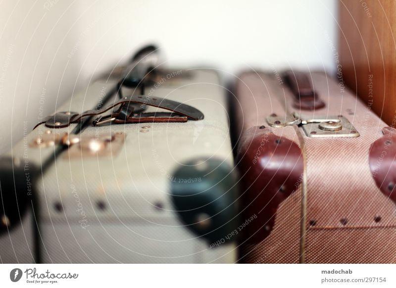 Lost Luggage - retro Koffer stilvoll Lifestyle elegant Stil Wellness Erholung Ferien & Urlaub & Reisen Tourismus Ferne Freiheit Sommer Sommerurlaub
