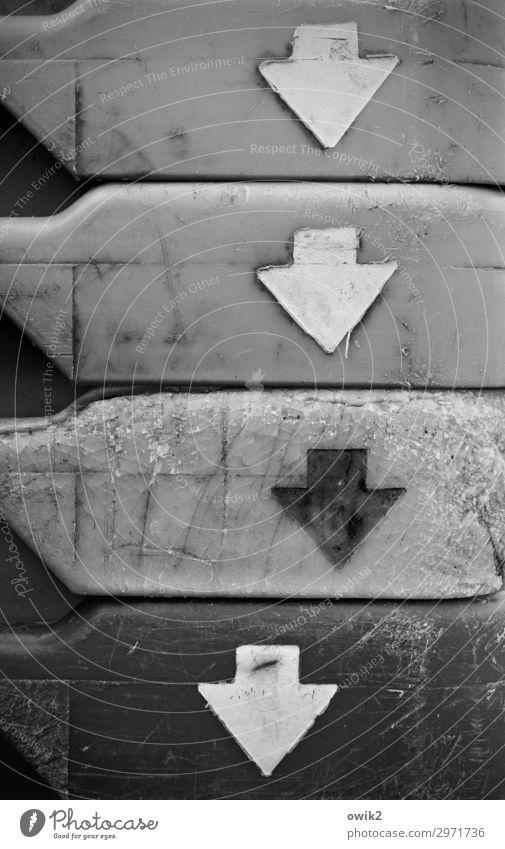 Hoffnungslos Behälter u. Gefäße Kunststoff Zeichen Pfeil Sorge Hemmung Zukunftsangst Verzweiflung Desaster Erfahrung Erwartung Hoffnungslosigkeit Stapel Kiste