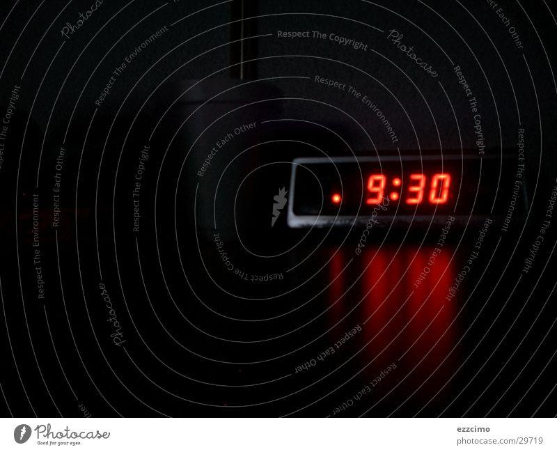 zeit Wecker Zeit Nacht spät Morgen dunkel obskur Radio radiowecker Digitalfotografie Filter