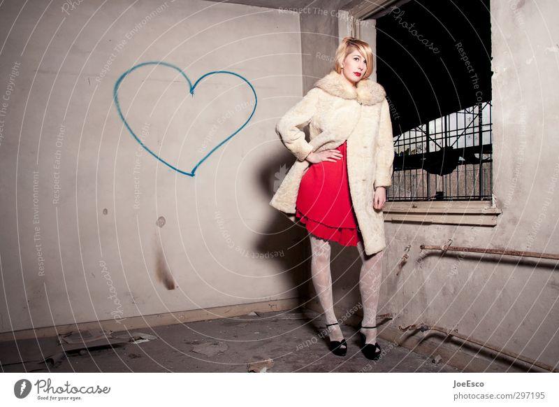 #257391 Mensch Frau Jugendliche schön Einsamkeit Erholung Erwachsene Wand 18-30 Jahre Mauer Stil Mode Raum blond warten Herz
