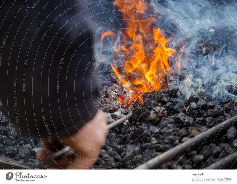 Schmiede Feuer heiß historisch Stahl Werkzeug Tradition Flamme Mitarbeiter Eisen Handwerker glühen heizen altmodisch Glut Kohle Eisenhütte