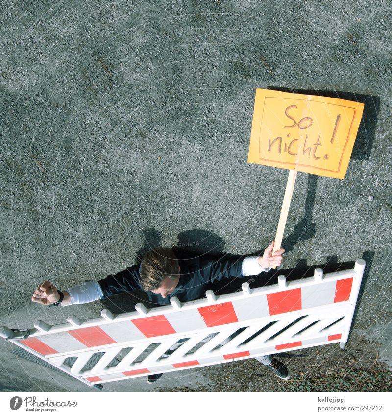 1. mai Mensch Erwachsene sprechen Freiheit maskulin Schilder & Markierungen Schriftzeichen Politische Bewegungen Papier Baustelle Zeichen Wut Konflikt & Streit Barriere Meinung Verzweiflung