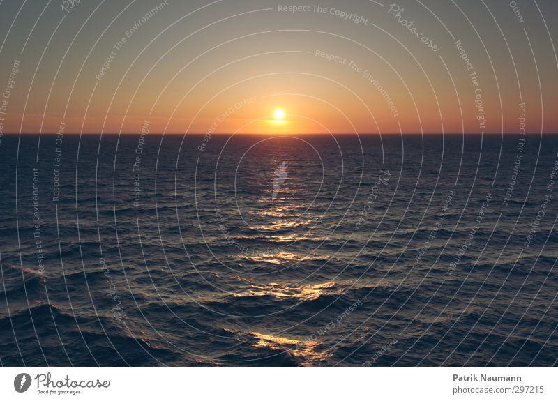 Sundown Himmel Ferien & Urlaub & Reisen Wasser Meer Einsamkeit ruhig gelb Ferne Freiheit Schwimmen & Baden orange Wellen Kraft Erfolg frei frisch