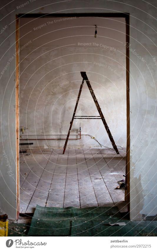 Alte Leiter Arbeit & Erwerbstätigkeit Häusliches Leben Wohnung Tür Handwerk Anstreicher Renovieren Altbau Nachbildung Sanieren Erneuerung Modernisierung