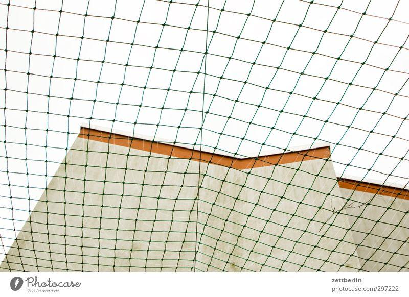 Fangnetz Himmel Stadt Haus Wand Sport Mauer Spielen Architektur Gebäude Wetter Freizeit & Hobby Fassade Wohnung Häusliches Leben trist Schutz