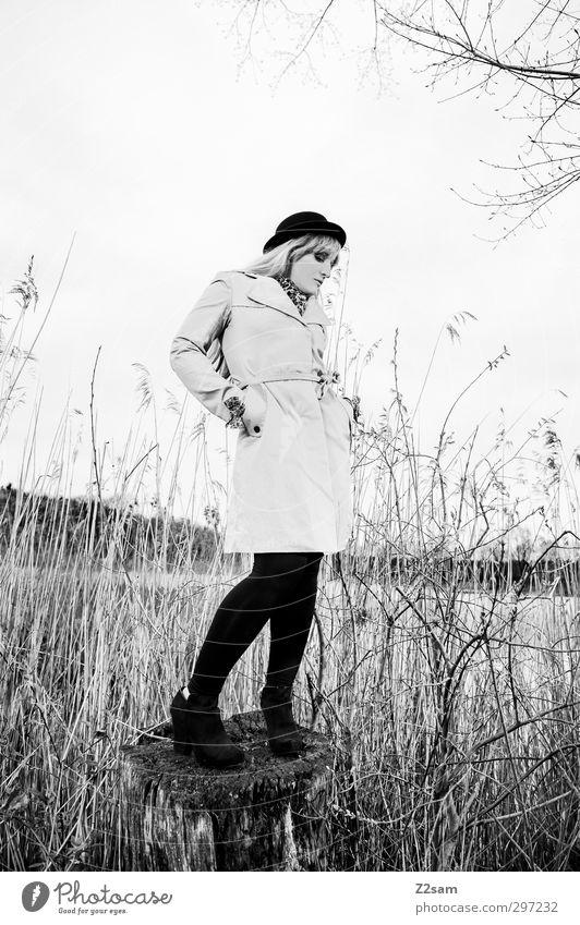 SPRING 2013 elegant Stil feminin Junge Frau Jugendliche Mensch 18-30 Jahre Erwachsene Landschaft Frühling Baum Sträucher Seeufer Mode Mantel Accessoire